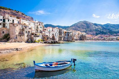 Hafen von Cefalu auf Sizilien